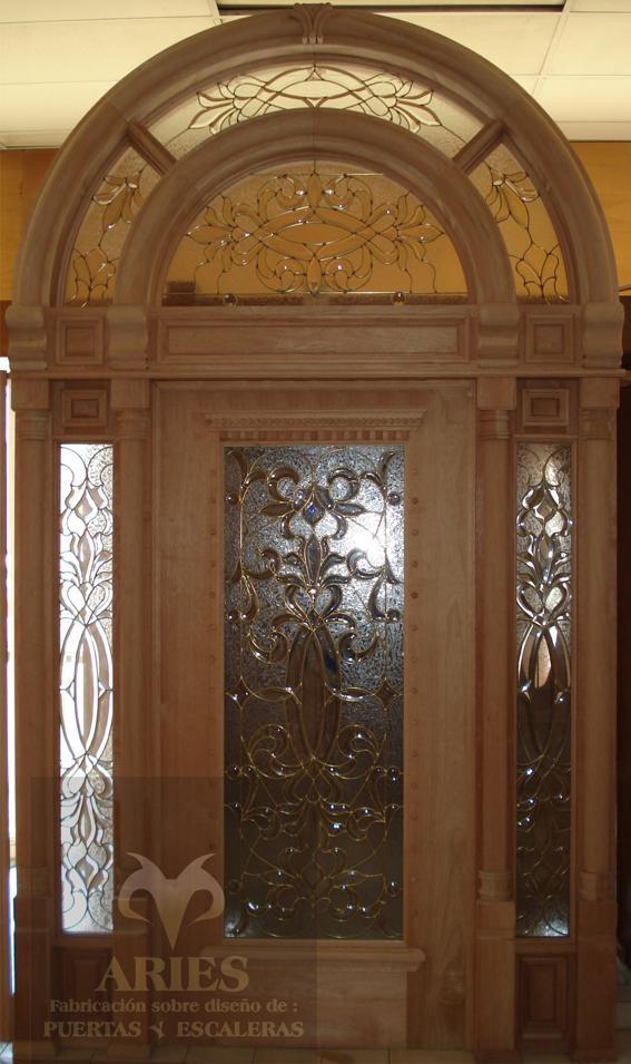 Puertas de madera en torre n puertas de madera en la for Fotos de puertas principales