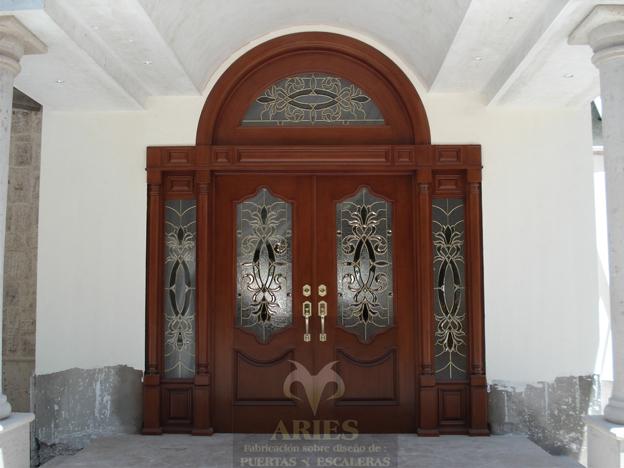 Puertas principales en madera car interior design for Puertas principales madera
