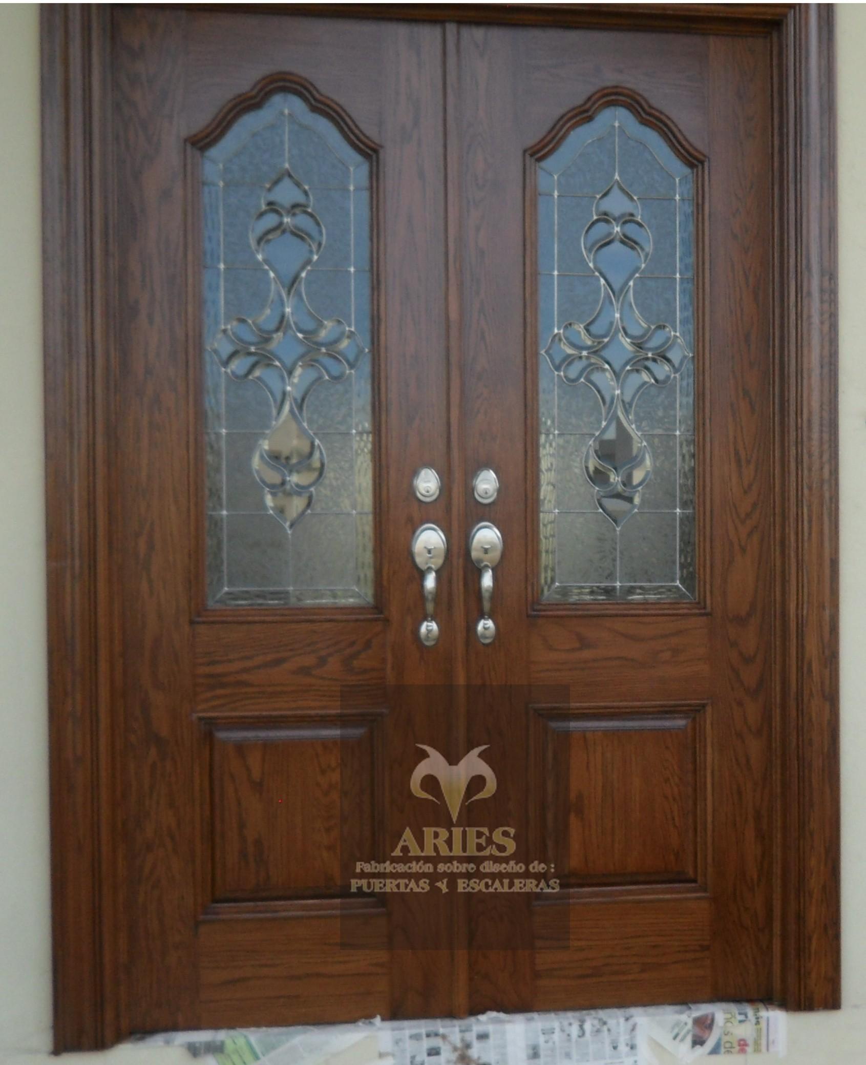 Puertas de madera en torre n puertas de madera en la for Puertas principales madera